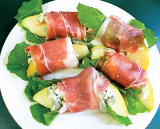 Pears with Blue Cheese, Arugula, & Prosciutto