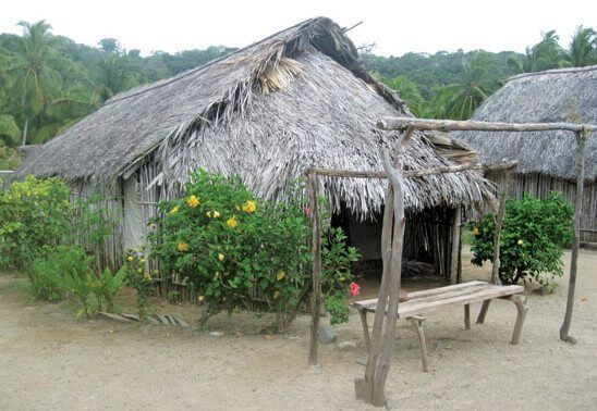 Well-kept Kuna hut and village on Isla Pinos, San Blas Islands. Photo by Liesbet Collaert