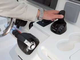 Helm Master – A joystick simplifies steering in tight spaces.