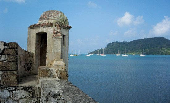 Sentry box at Fort Santiago with view of the bay. Photo By Rosie Burr