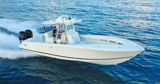 Slick hull design of the SeaVee 340w