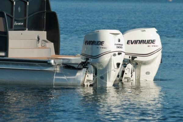 No the steering on these engines is not broken. Its Evinrude's new option - the Optimus 360 joystick steering by Seastar.