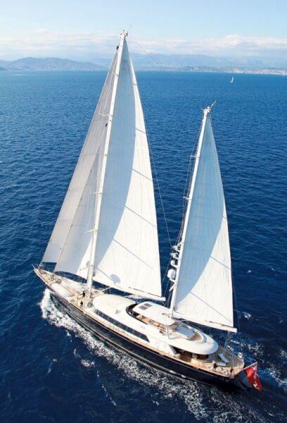 Silencio under sail