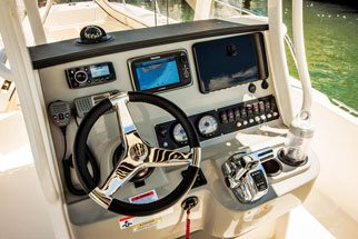 The Boston Whaler 240 Dauntless Helm