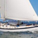 Pam sailing her boat KANDARIK. Photo by Billy Black