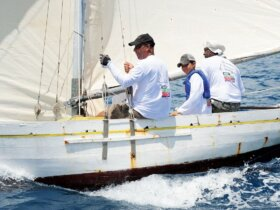 Sloop Sea Moon with instructor and crew. Photo courtesy of Geoffrey Brooks