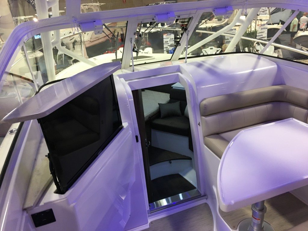 Everglades 360LXC Great for entertaining on deck!