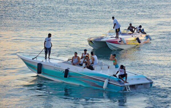 powerboating events : Boats return to the finish at Yacht Haven Grande during the 2015 USVI Stars & Stripes Poker Run. Photo: Dean Barnes
