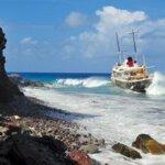 Research/Survey vessel Elsa aground south of Ladder Bay, Saba. Photo courtesy of Guenter Schmidt © 2017