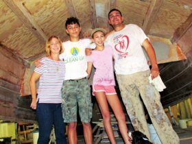 The van Grieken family under the hull. Photo Alexine Hollander