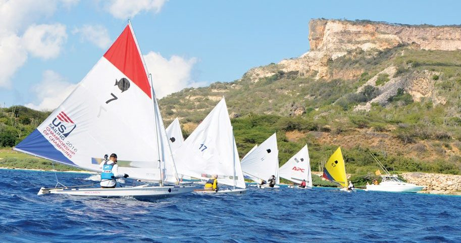 The third and final start of the qualifying 'Wim van der Gulik' offshore race with Curaçao's iconic Table Mountain in the background. Photo by Els Kroon