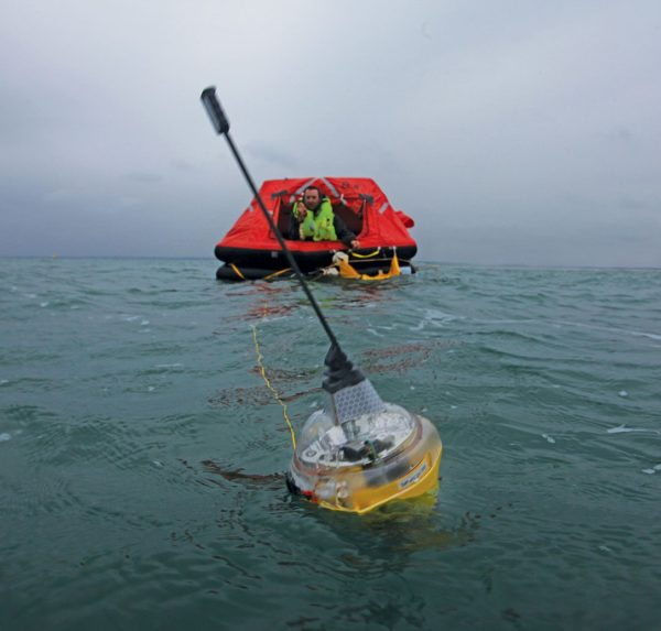 SmartFind EPIRB and lifeRraft in Water ©McMurdo