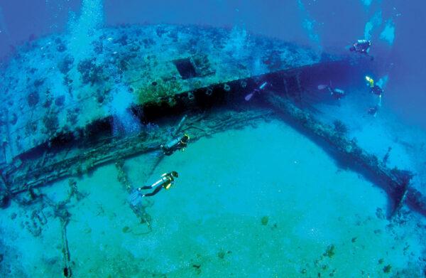 Salt Island's The Rhone - Photo: Armando Jenik Underwater Images