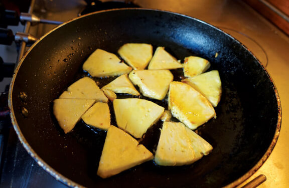Breadfruit fritters. Photo by Birgit Hackl and Christian Feldbauer